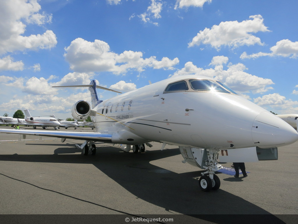 Picture-of-Challenger 300-Aircraft gallery
