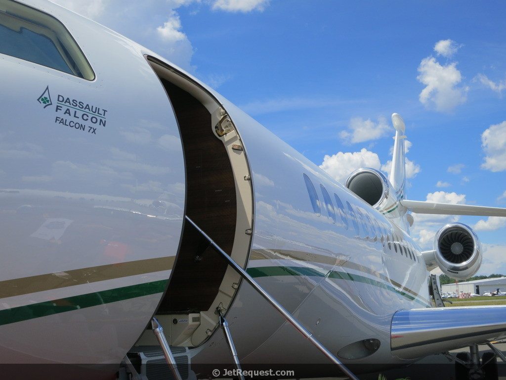 Picture-of-Falcon 7X-Aircraft gallery