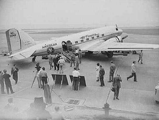 Picture-of-http://www.jetrequest.com/2JRAircraftPictures/Aircraft%20Pictures/Douglas_DC-3_American_Airlines.jpg-Aircraft gallery