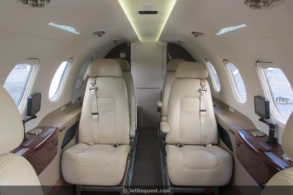 Picture-of-Phenom 300-Aircraft gallery