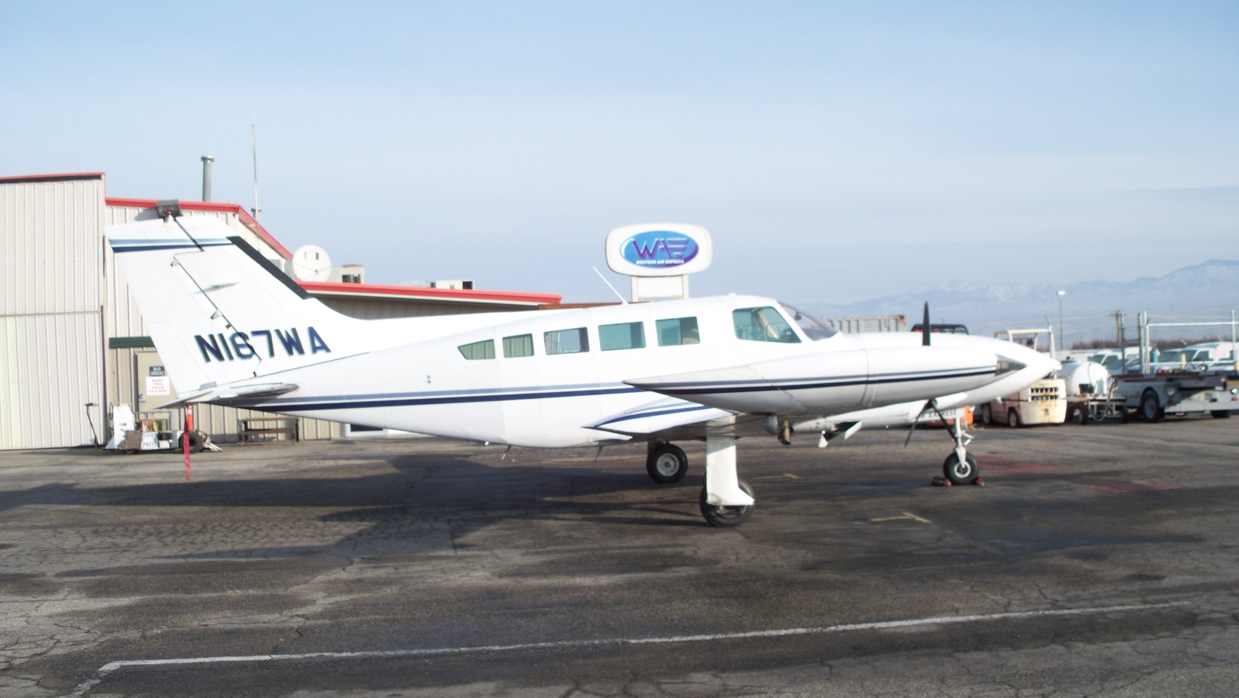 Picture-of-Cessna 402B Business-Utiliner-Aircraft gallery