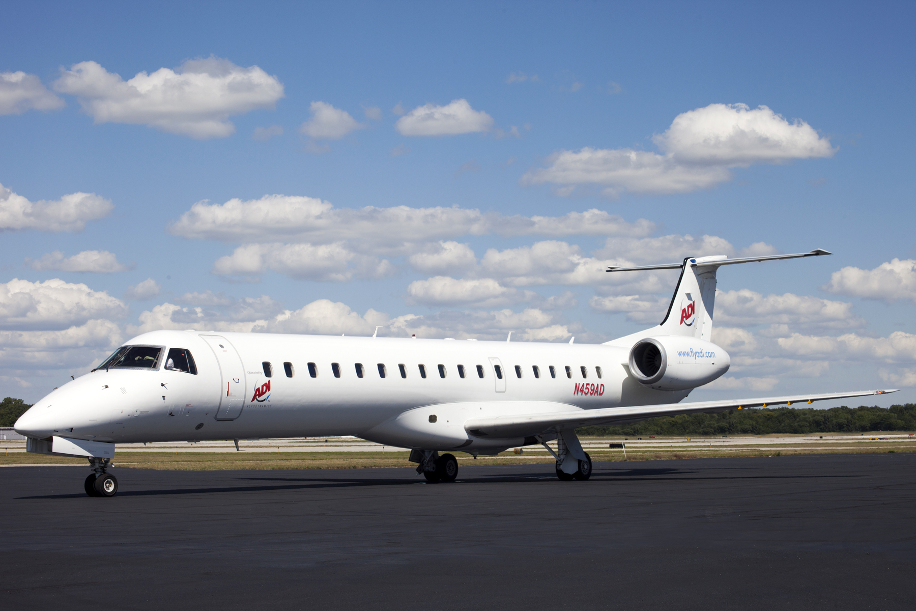 Picture-of-ERJ 145-Aircraft gallery