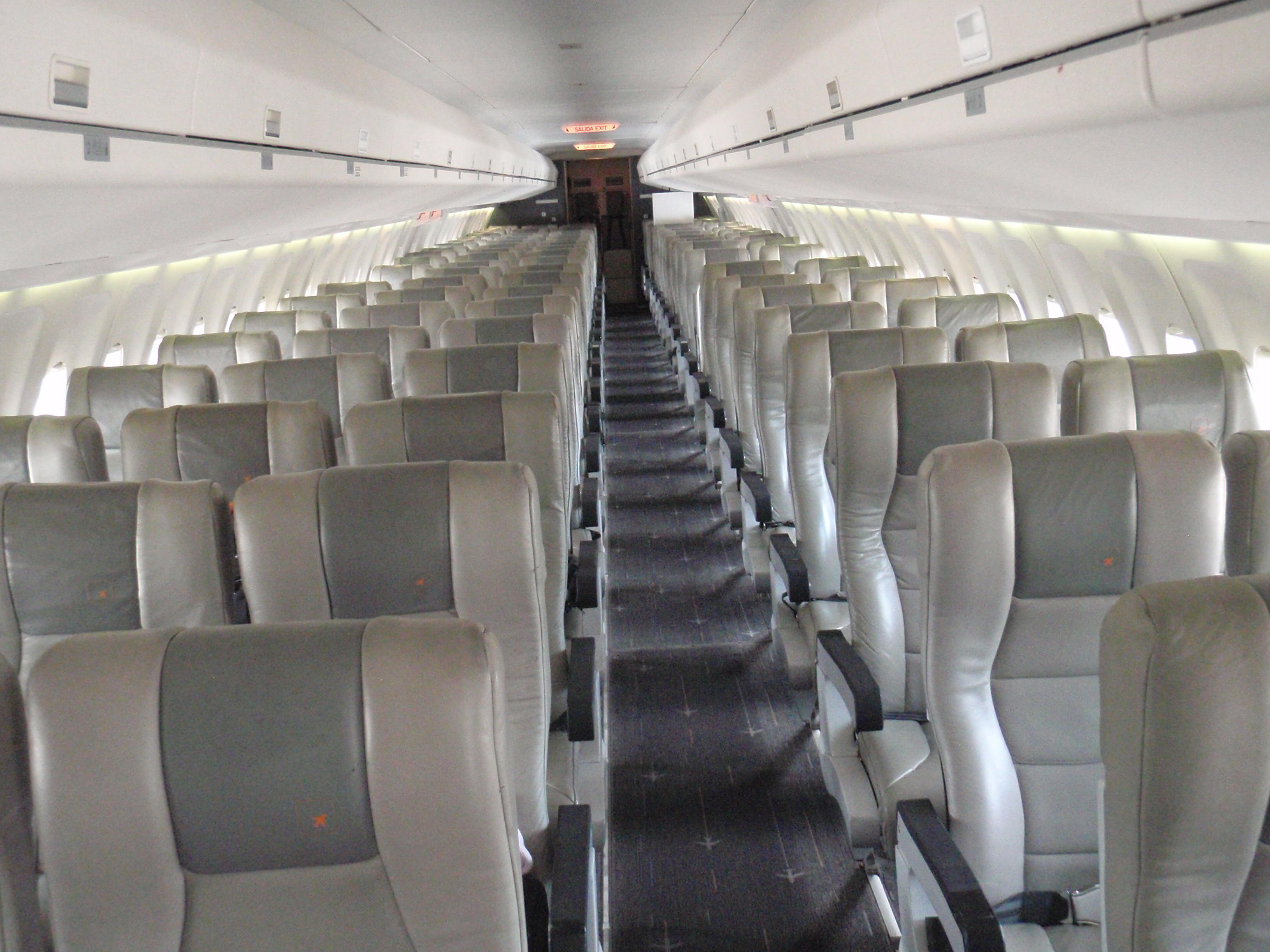 Picture-of-Fokker 100-Aircraft gallery
