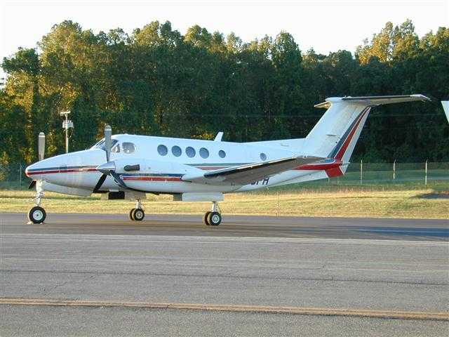Picture-of-Super King Air 200C-Aircraft gallery