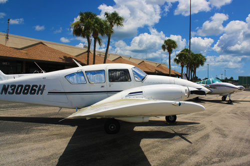 Picture-of-Piper PA-23 Aztec-Apache-Aircraft gallery