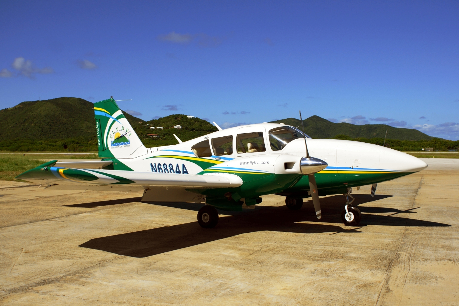 Picture-of-Piper PA-23-250F Aztec F-Aircraft gallery