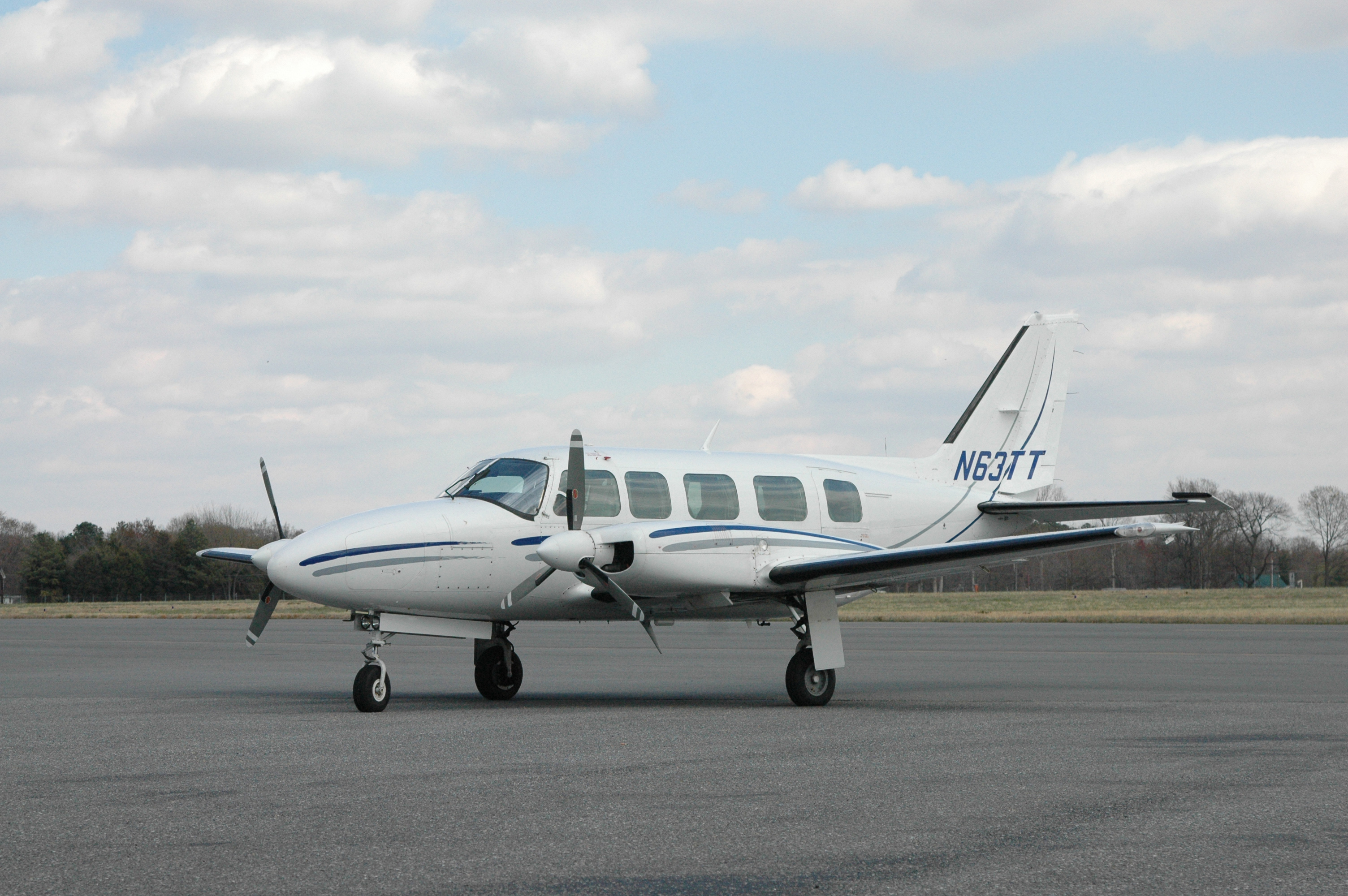 Picture-of-Piper PA-31 Navajo-Aircraft gallery