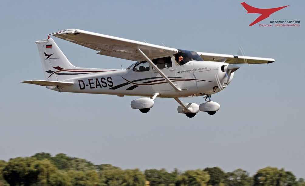 Picture-of-Cessna 172S Skyhawk S-Aircraft gallery