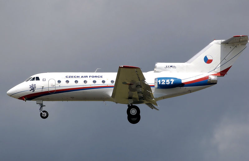 Picture-of-YAK-40-Aircraft gallery